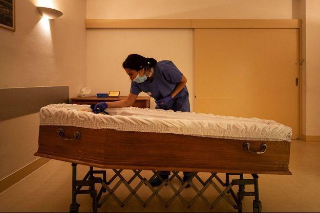 Dans une salle de deuil à l'hôpital Beaujon AP-HP, à Clichy fin janvier.