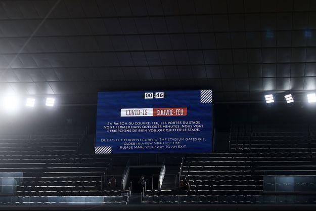 Malgré ce message, la demi-finale entre Rafael Nadal et Novak Djokovic a pu se finir avec du public.