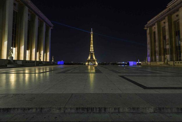 Le Trocadéro désert, pendant les heures de couvre-feu à Paris.
