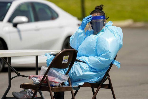 Une femme faisant des tests du coronavirus en Virginie, Etats-Unis, le 20 mai.