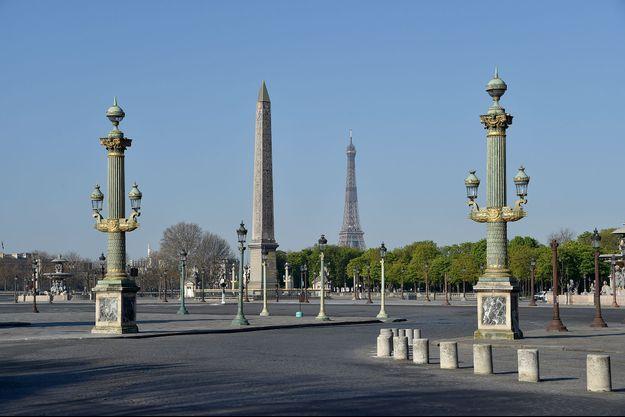 La Tour Eiffel, vue depuis la place de la Concorde, dans Paris confiné en avril 2020.