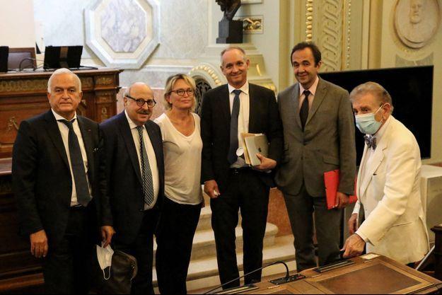 Mercredi à l'Académie de médecine : (de gauche à droite) Jean-Marc Ayoubi, Philippe Bouchard, Claude Chirac, Mats Brännström, Frédéric Salat-Baroux.
