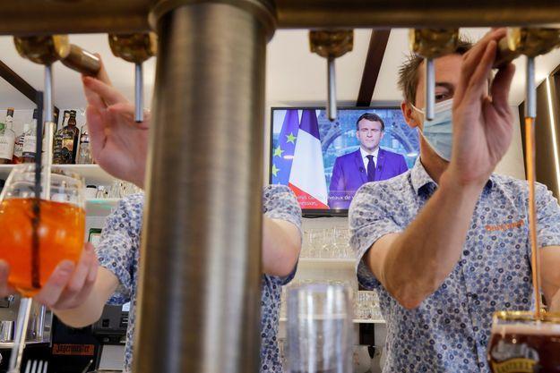 """Le pass sanitaire sera étendu """"début août"""" aux cafés, restaurants, centres commerciaux..."""