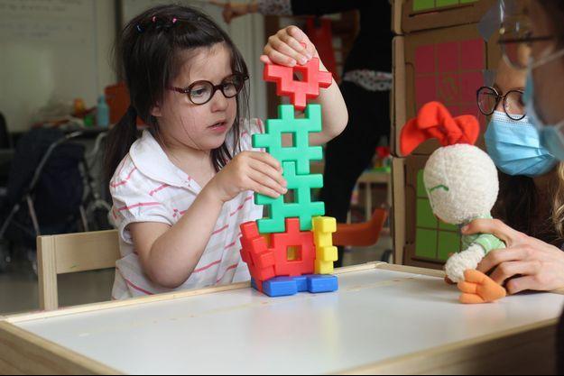 Au CHU d'Angers, un stage de recherche sur la thérapie intensive par le jeu pour des enfants (1 à 4 ans) atteints de paralysie cérébrale bilatérale.