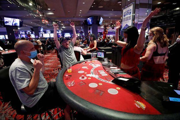 La vie a repris son cours dans les casinos de Las Vegas.