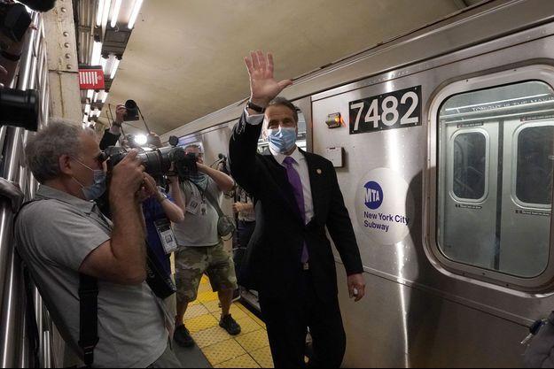 Le gouverneur de l'Etat de New York, Andrew Cuomo, a pris le métro de New York, mardi matin. L'Etat, épicentre de la pandémie il y a quelques semaines, commence à se relever. Ce n'est pas le cas de toutes les régions aux Etats-Unis.