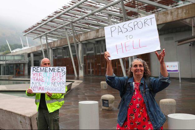 Protestation contre le passeport vaccinal à Edimbourg, en Ecosse, le 9 septembre 2021.