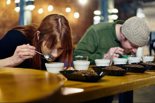 Des ateliers pour sentir des grains de café (image d'illustration).