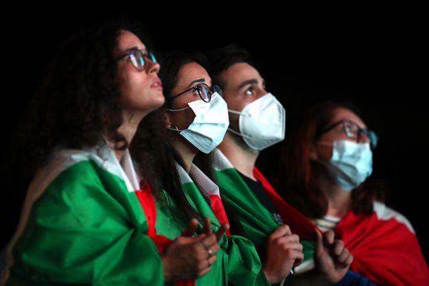 Supportrices italiennes à Rome, devant la finale de l'Euro, dimanche 11 juillet 2021.