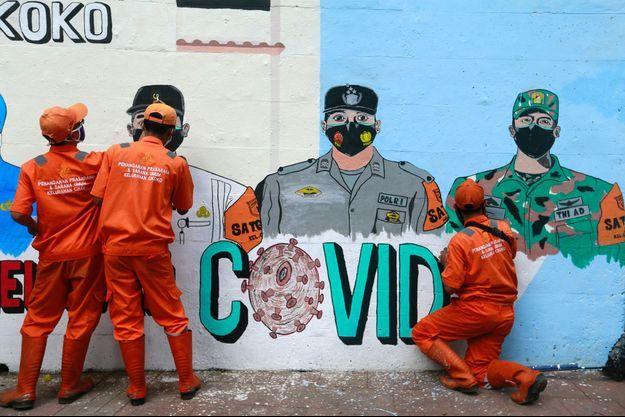 Un mur peint afin de promouvoir la prévention contre le covid-19 en Indonésie.