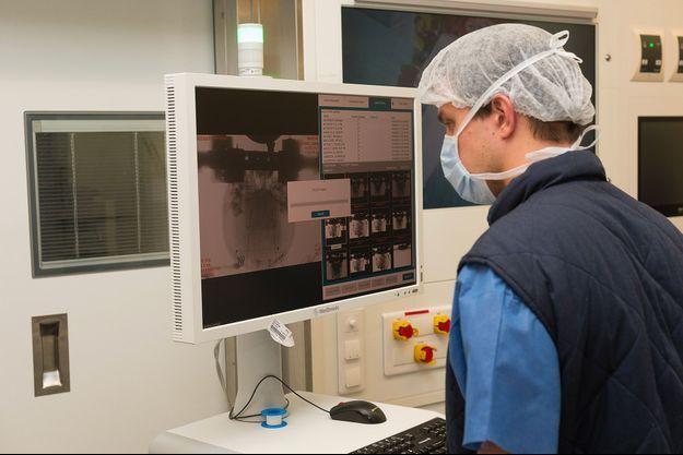 """Une équipe de recherche de l'Université de Kyoto prévoit d'injecter dans le cerveau de patients cinq millions de cellules souches pluripotentes """"iPS"""" (pour induced pluripotent stem cells) capables de donner n'importe quel type de cellule."""