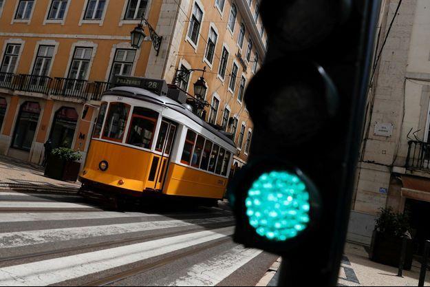 Un tram, à Lisbonne.