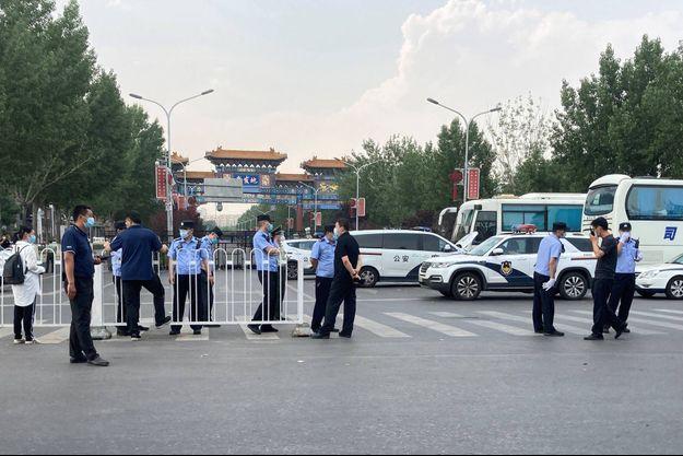 A l'entrée du marché de gros de Xinfadi, à Pékin, le 13 juin 2020.