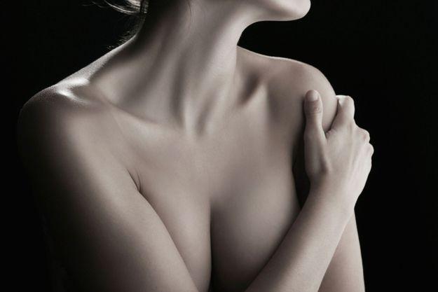 Après l'épreuve du cancer et des traitements, certaines femmes préfèrent tourner la page et vivent sereinement avec leur corps mutilé. D'autres n'ont pas eu l'information suffisante. Il faut savoir que la reconstruction n'augmente pas le risque de récidive du cancer de sein et ne gêne pas son dépistage.