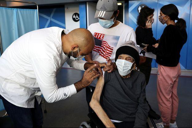 Photo prise dans un centre de vaccination à Jérusalem.