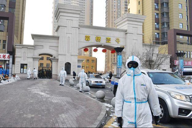 Des scientifiques à Shijiazhuang, Hebei, Chine, le 11 janvier 2021