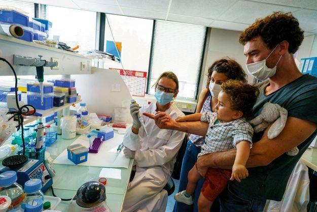 Augustin Hardy, atteint d'une amyotrophie spinale proximale est un des premiers enfants français soigné par la thérapie génique issue des laboratoires de l'AFM Téléthon.