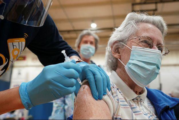 Vaccination à Martinsburg, aux Etats-Unis, le 11 mars 2021.