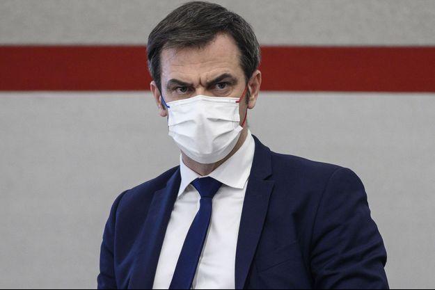 Olivier Véran la semaine dernière lors d'une conférence de presse à Paris.