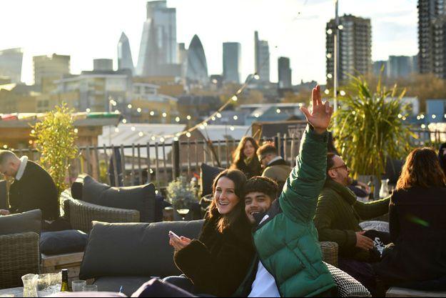 Sur un rooftop à Londres lundi.