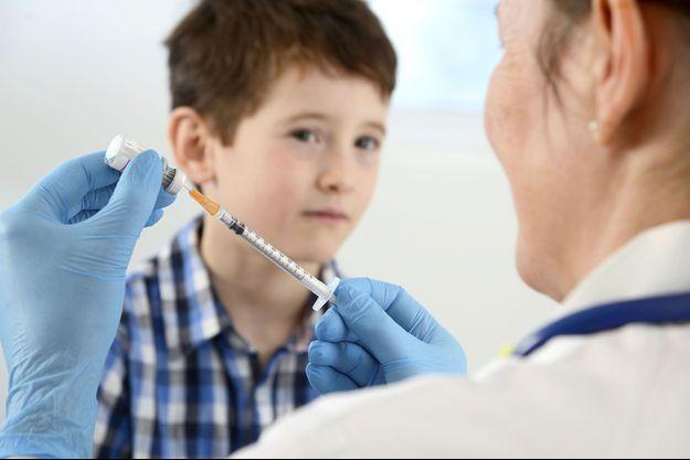 """Vaccins obligatoires, aluminium : """"Les hésitants vont devenir des opposants"""""""