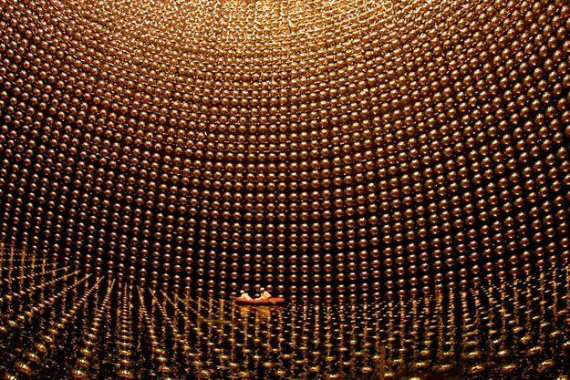 La « chambre d'or » du détecteur de neutrinos Super-Kamiokande