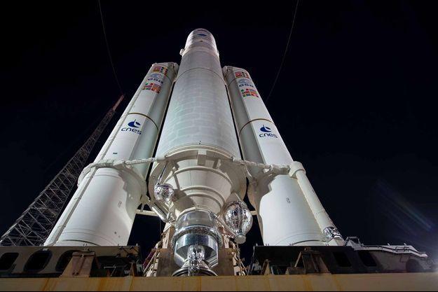 Ariane 5, avec à son bord deux sondes de la mission BepiColombo, quelques secondes avant le décollage depuis Kourou, en Guyane.