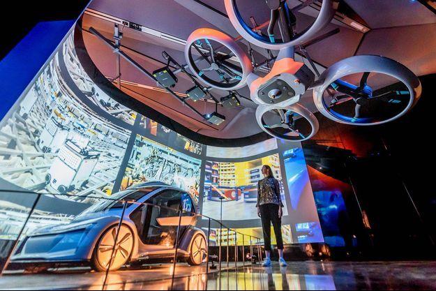 Des véhicules autonomes présentés lors d'une exposition à Londres.