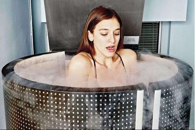 La cryothérapie apaise les douleurs, augmente votre résistance au stress, raffermit la peau, améliore la récupération après le sport, diminue les troubles du sommeil.
