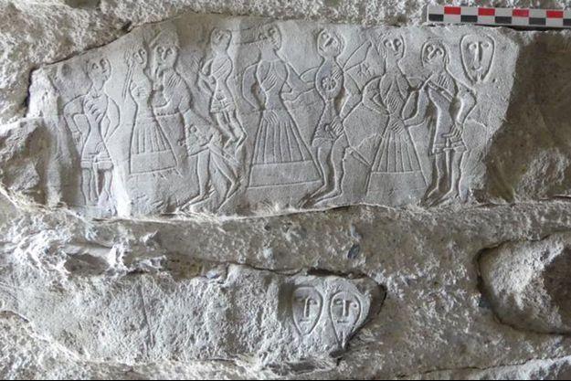 Un bloc de pierre trouvé dans le château de Bonneville.