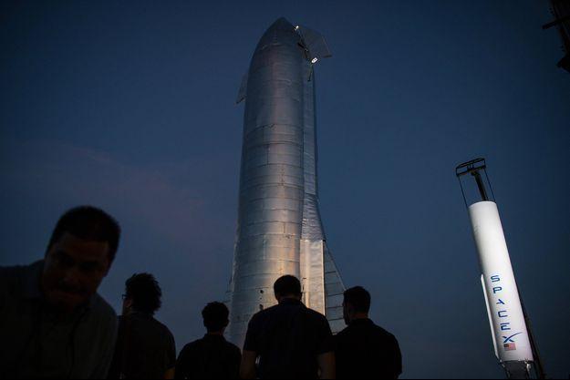 La partie haute du vaisseau Starship présentée vendredi au Texas.
