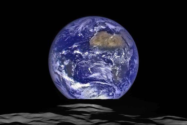La terre vue de la Lune.