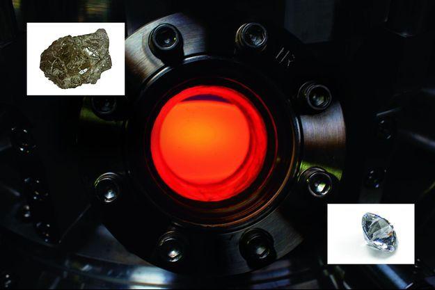 Un petit morceau de diamant brut prélevé sur terre est placé dans le réacteur. 5500°C une température égale à celle de la surface du Soleil. Un petit morceau de diamant brut prélevé sur terre est placé dans le réacteur. Le plasma en fusion contient des atomes de carbone qui se détachent sous l'intense chaleur et viennent s'accumuler sur le morceau de diamant brut.