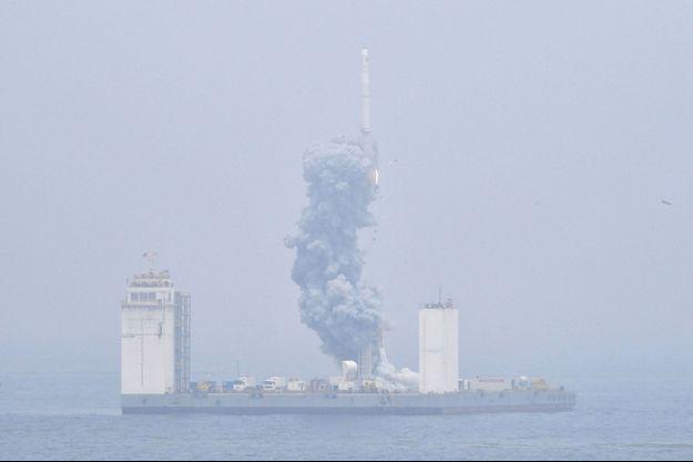 La Chine a effectué un lancement de fusée spatiale depuis la mer le 5 juin 2019.