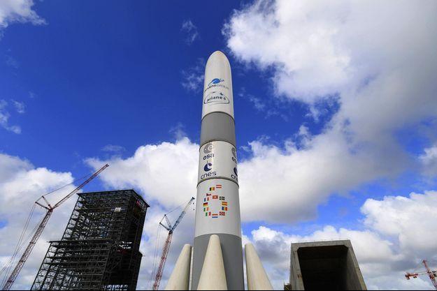 Un modèle d'Ariane 6.