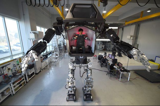 4 mètres de hauteur, un poids d'1,5 tonnes pour ce robot habité.