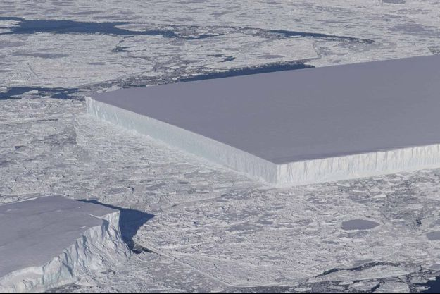 L'iceberg rectangulaire photographié par la Nasa.