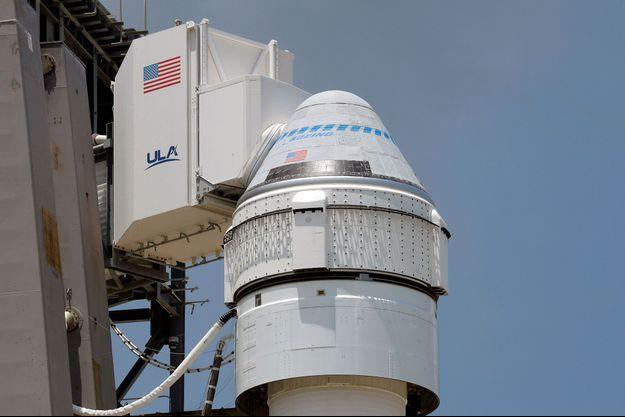 La capsule Starliner au sommet du lanceur Atlas V.