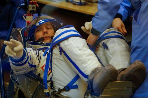 En novembre dernier, Thomas Pesquet s'apprêtait à entrer dans la capsule Soyouz pour aller sur l'ISS.