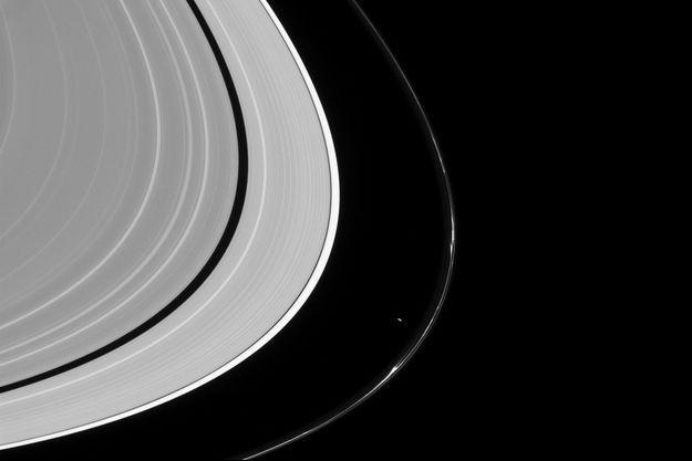 Prométhée déforme l'anneau F de Saturne