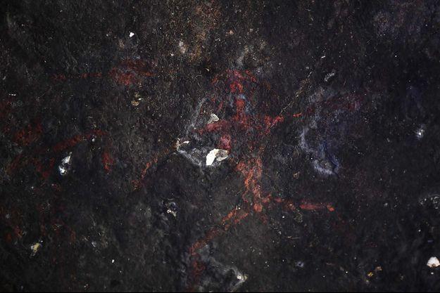 Des peintures rupestres vieilles de plus de 2000 ans viennent d'être mises au jour dans une grotte du parc national de Sam Roi Yot, en Thaïlande.
