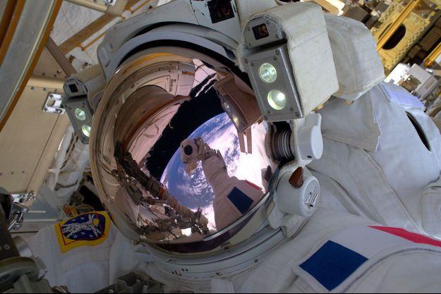 Selfie de Thomas Pesquet dans l'espace en janvier 2017.