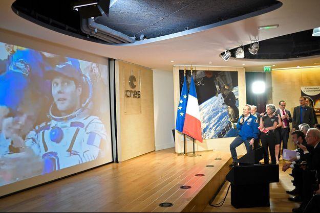 Macron était au Centre national d'études spatiales (CNES) pour vivre en direct l'atterrissage de Thomas Pesquet.