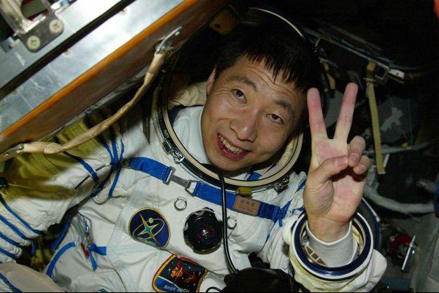 Le 13 octobre 2003, Yang Liwei est devenu le premier Chinois à être allé dans l'espace