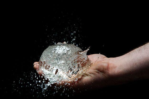 Une boule d'eau solide