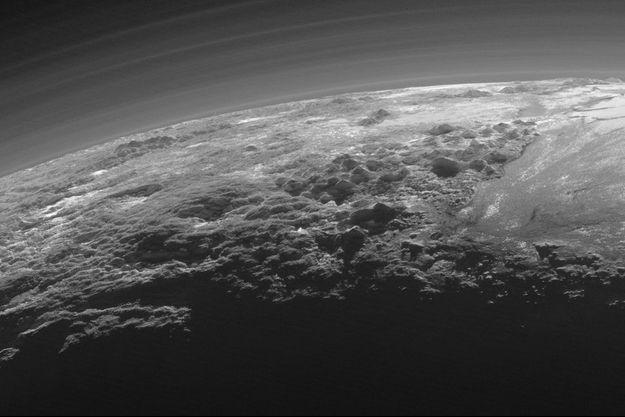 Les montagnes de Pluton photographiées par la sonde New Horizons