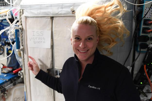 Kate Rubins depuis l'ISS.