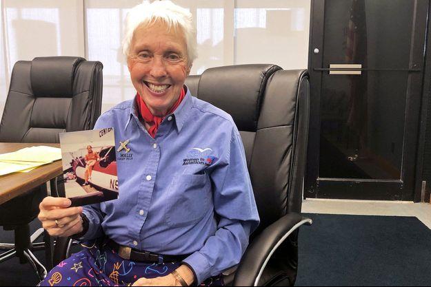 Wally Funk ici en 2019. Elle est devenue la première inspectrice femme de l'agence américaine de l'aviation, la FAA. Pilote, elle cumule 19.600 heures de vol.