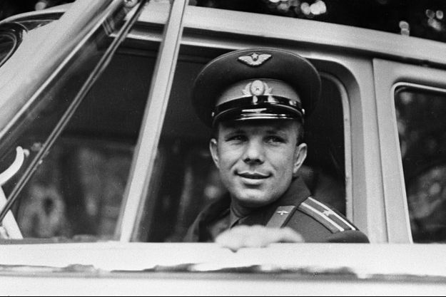 Youri Gagarine au lendemain du premier vol dans l'espace, en avril 1961.