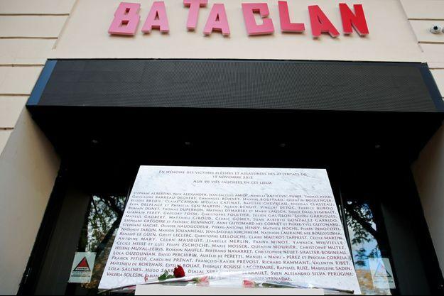 La plaque commémorative du Bataclan, le 13 novembre 2018.